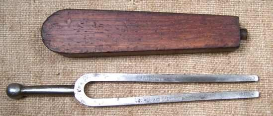 old-zimmermann-a870-tuning-fork-coffin-case_1_65eb6f288b21f206c2276b428ca89d8f.jpg
