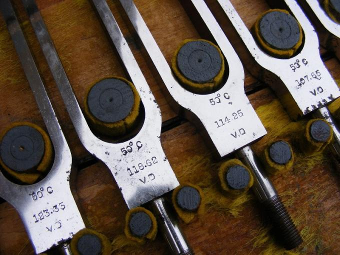 Vintage-Old-Set-of-9-Tuning-Forks-Sheffield-_57.jpg