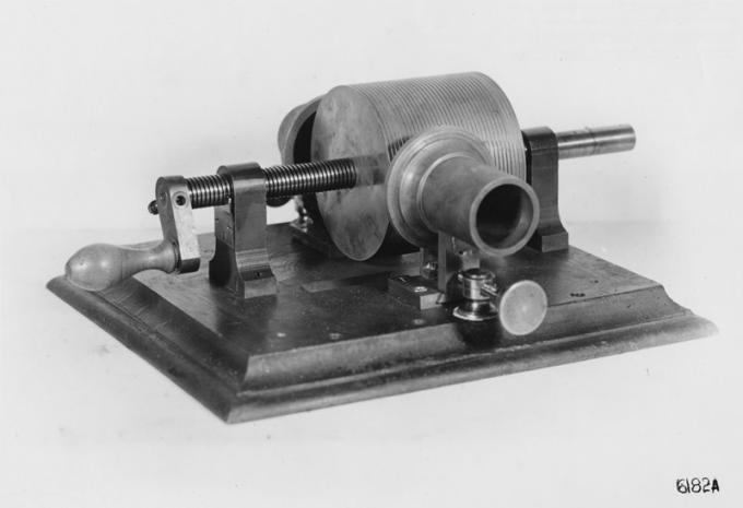 First phonograph, 1877_0.jpg